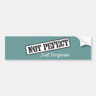 No perfeccione apenas perdonado pegatina de parachoque