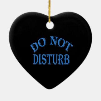 No perturbe - el fondo negro adorno navideño de cerámica en forma de corazón