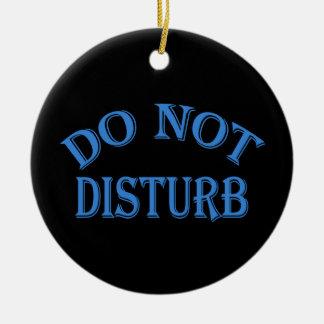 No perturbe - el fondo negro adorno navideño redondo de cerámica