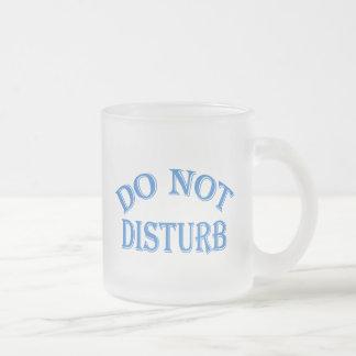 No perturbe (el texto azul) taza de cristal