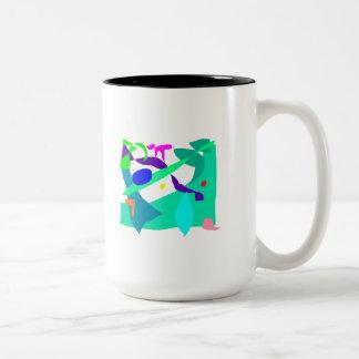 No piense en la sensación de la selva apenas su taza de dos tonos