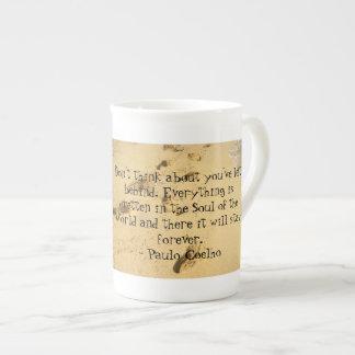 No piense en lo que usted ha dejado a tazas de la tazas de porcelana