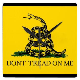 No pise en mí - la bandera de Gadsden Reloj Cuadrado