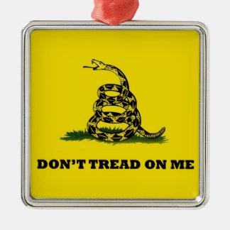 No pise en mí la bandera del gadston adorno navideño cuadrado de metal