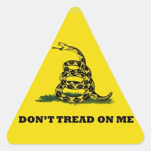 No pise en mí la bandera del gadston pegatina triangular