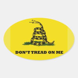 No pise en mí la bandera del gadston pegatina ovalada