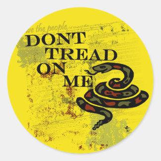 No pise en mí la bandera/el símbolo de Gadsden Pegatina Redonda