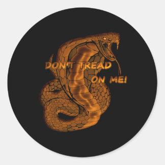 No pise en mí la serpiente pegatina redonda
