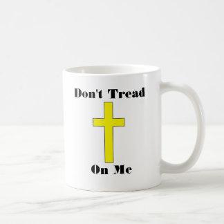 No pise en mí más la taza religiosa cruzada de la