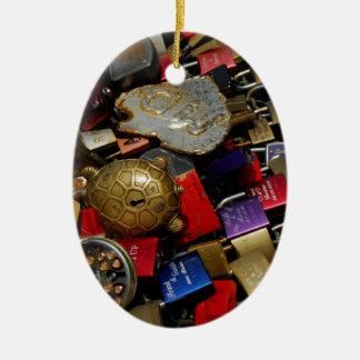 No puede atar amor adorno navideño ovalado de cerámica