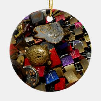 No puede atar amor adorno navideño redondo de cerámica