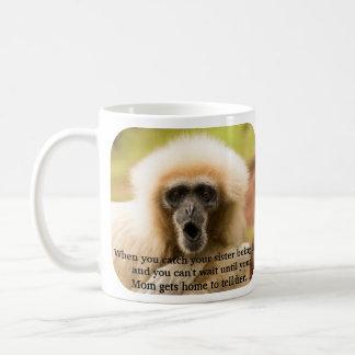No puede esperar para decir a la mamá en usted el taza de café