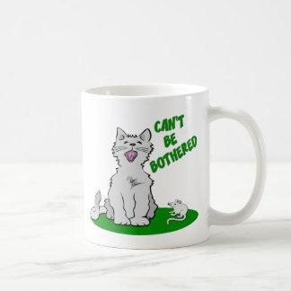 No puede ser el gato molestado taza clásica
