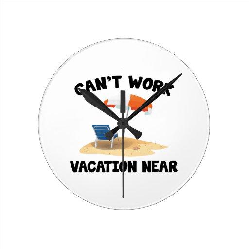 No puede trabajar vacaciones cerca relojes de pared
