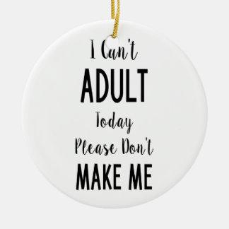 No puedo hoy adulto - cita divertida, humor adorno navideño redondo de cerámica
