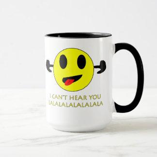 no puedo oírle, taza sonriente tapada oídos