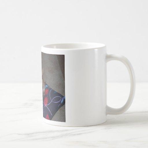 No remuevas el avispero tazas de café