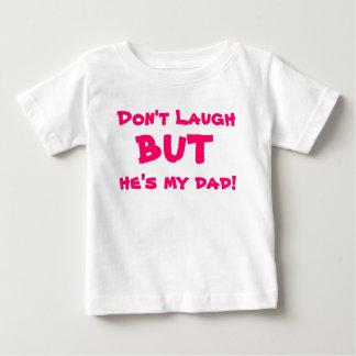 No ría, pero él es mi papá playera de bebé