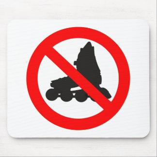 NO ROLLER SKATING ROAD SIGN MOUSE MAT