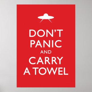 No se atierre y no lleve una toalla póster