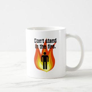 No se coloque en el fuego taza de café