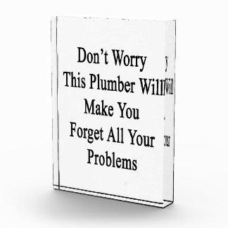 No se preocupe a este fontanero hará que usted