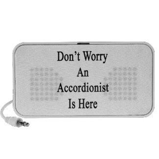 No se preocupe a un acordeonista está aquí altavoces de viajar