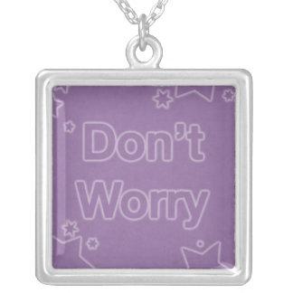 No se preocupe en un modelo de estrella púrpura colgante cuadrado
