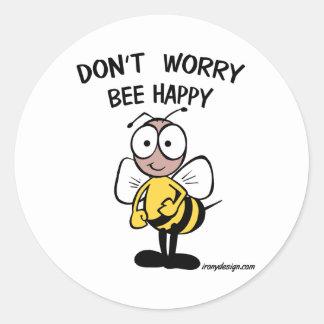 No se preocupe la abeja feliz pegatina redonda
