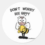 No se preocupe la abeja feliz pegatinas redondas