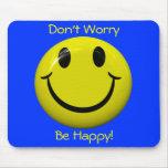 ¡No se preocupe sea feliz! Cara sonriente grande M Alfombrilla De Ratón