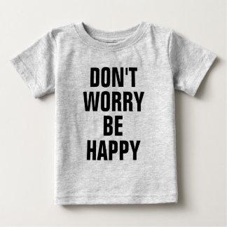 No se preocupe sea feliz playera de bebé