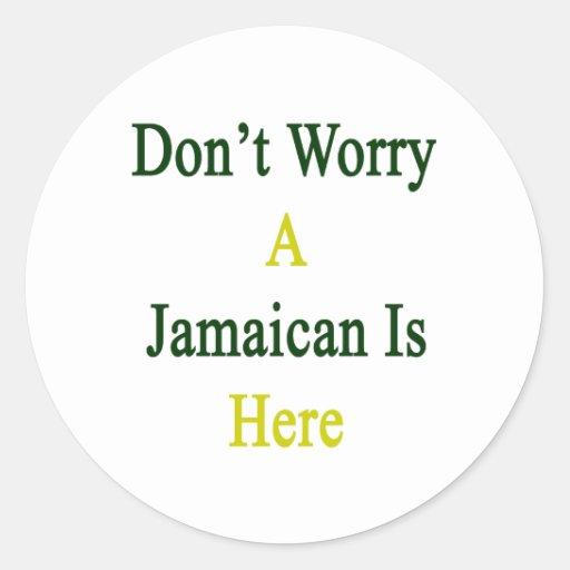 No se preocupe un jamaicano está aquí etiqueta redonda