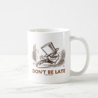 No sea atrasado el funcionamiento enojado del som tazas de café
