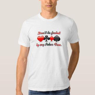 No sea engañado por mi cara de póker camisas