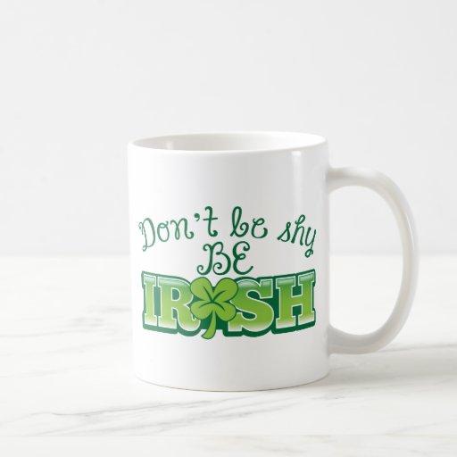 ¡No sea TÍMIDO sea IRLANDÉS! Tazas