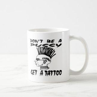 No sea un gatito consiguen un tatuaje tazas de café