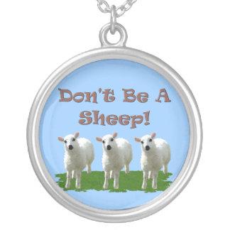 No sea una oveja (la conformidad) colgante redondo