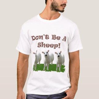 No sea una oveja (la conformidad) playera