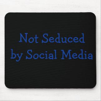 No seducido por medios sociales alfombrilla de ratón