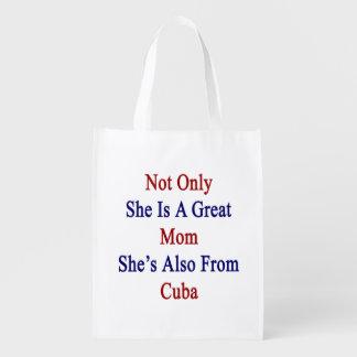 No sólo ella es una gran mamá que ella es también bolsas para la compra