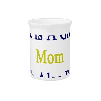No sólo ella es una gran mamá que ella es también jarras de beber