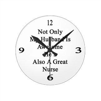 No sólo mi marido es impresionante él es también reloj redondo mediano