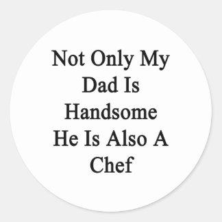 No sólo mi papá es hermoso él es también cocinero pegatina redonda
