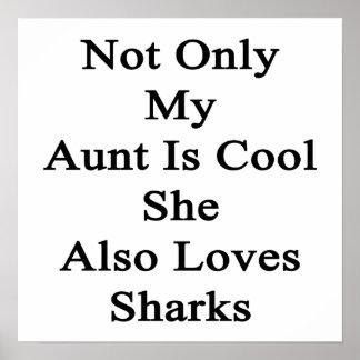 No sólo mi tía Is Cool She Also ama tiburones Póster