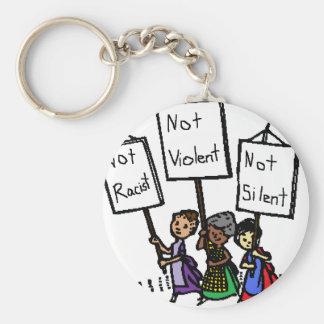 ¡No somos racistas, violentos, o silenciosos! Llavero Redondo Tipo Pin