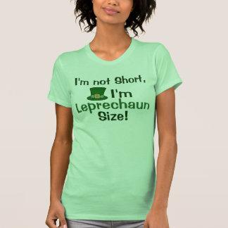 No soy corto, yo soy mujeres divertidas del tamaño camisetas