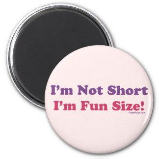 ¡No soy corto, yo soy tamaño de la diversión! Imán Redondo 5 Cm