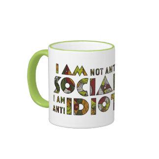 No soy social anti que soy idiota anti. Sarcástico Taza De Dos Colores