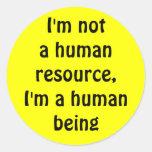 No soy un recurso humano, yo soy un ser humano pegatina redonda